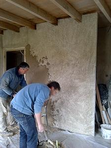 chantier participatif encadr enduit chaux sur b ton cellulaire pralong 42 terre pierre. Black Bedroom Furniture Sets. Home Design Ideas